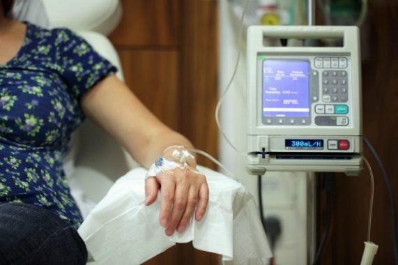 Thuốc hóa trị sẽ đưa vào cơ thể bằng cách tiêm vào tĩnh mạch, cơ bắp hoặc dưới da. Ảnh: HS